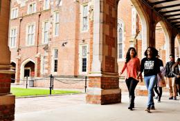 Queen's University Belfast Фото3